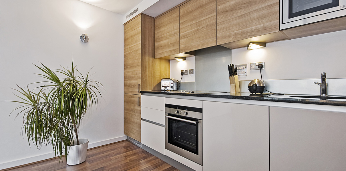 Jarso cocinas puertas encimeras taburetes mesas for Muestrario de cocinas